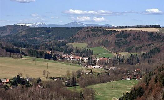Město Stárkov je městskou památkovou zónou, zájmové spolky, turistika, památky