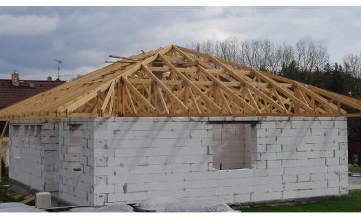 Výroba vazníkových střešních konstrukcí pro rodinné domy i průmyslové objekty Sedlčany