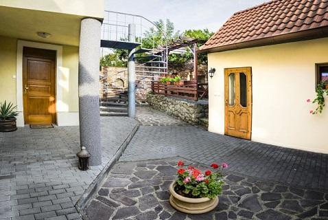 Penzion ve Valticích - ubytování s úschovnou kol