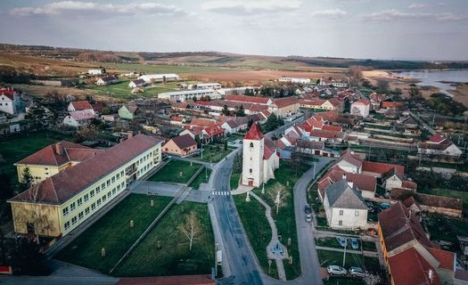 Obec Sedlec u Mikulova, Jihomoravský kraj, vinařství, sirné lázně, ZOO park, Kostel sv. Víta
