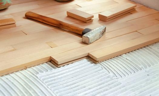 Pokládka dřevěných podlah masivních, parket