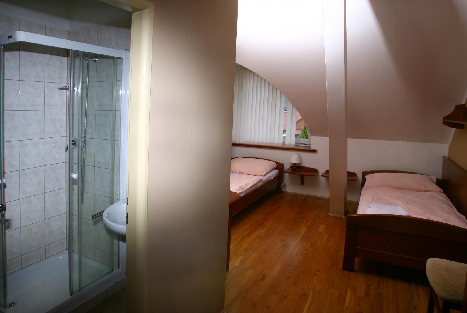 Ubytování v Pardubicích s restaurací, dvoulůžkové pokoje, apartmán