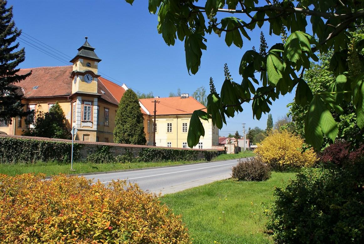 Dobromilice, historické památky, zámek, kostel, muzeum