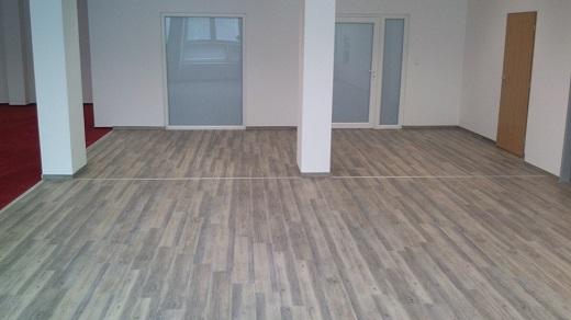 Odborná pokládka kvalitních plovoucích, laminátových i PVC podlah v domě, bytě i v kanceláři