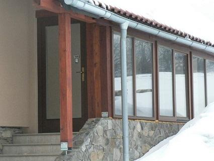 Výroba a montáž eurooken, dřevěných a dřevohliníkových oken i vchodových či interiérových dveří