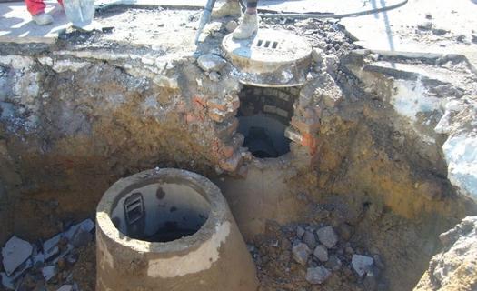 Výstavba a opravy kanalizace, revizních šachet, poklopů i čištění kanalizace