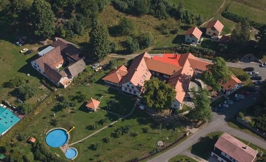 Ubytování vhodné pro rodiny s dětmi s venkovním i krytým bazénem