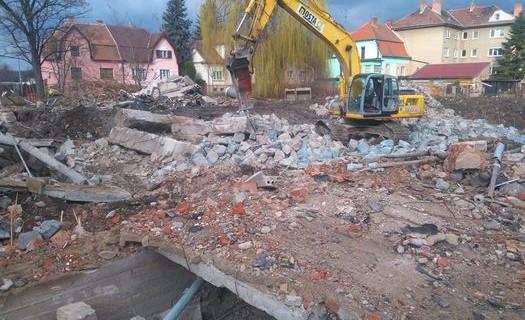 Terénní, zemní a výkopové práce Brno, demolice staveb, úpravy terénů, výkopy bagrem
