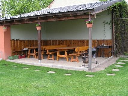 Ubytování s krytým venkovním posezením a grilem