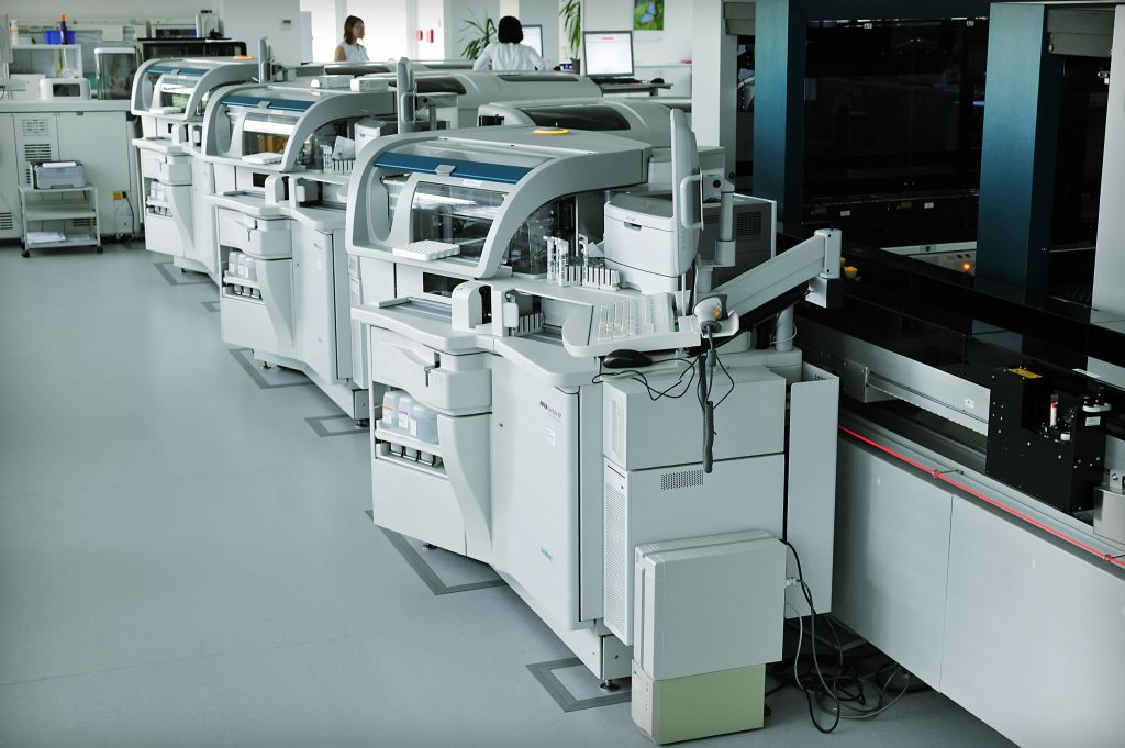 Moderně vybavené laboratoře speciálními přístroji a technologiemi