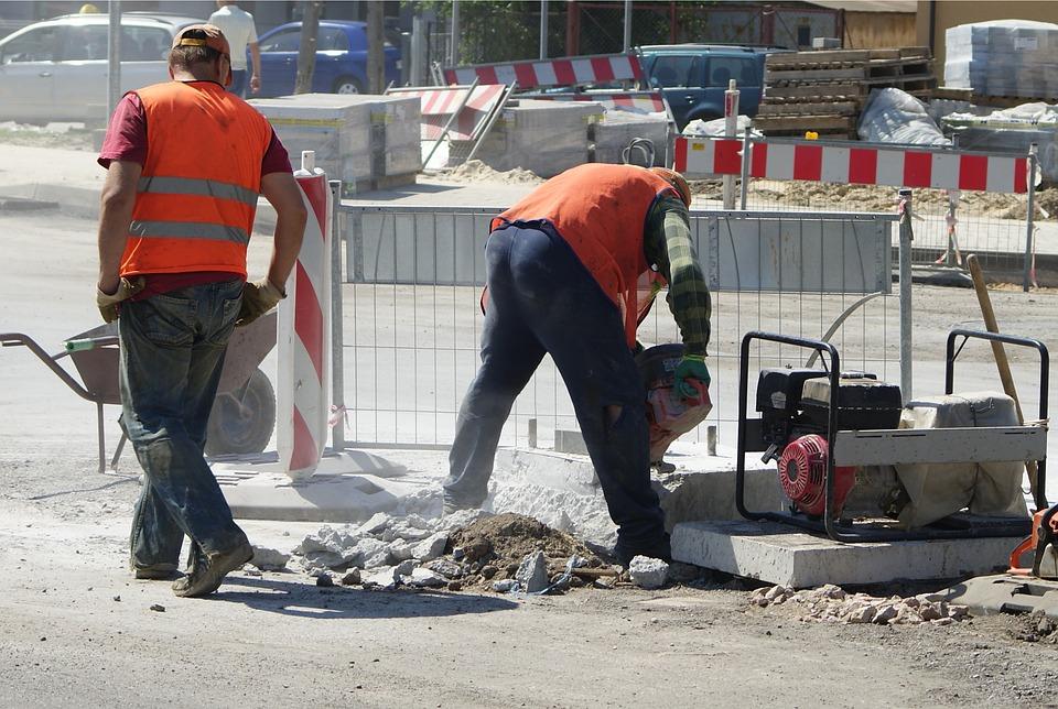 Asfaltérské práce, dlaždičské práce pro pěší zóny a chodníky v Praze a přilehlém okolí.