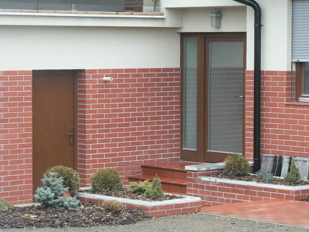Skleněné posuvné dveře a portálové stěny