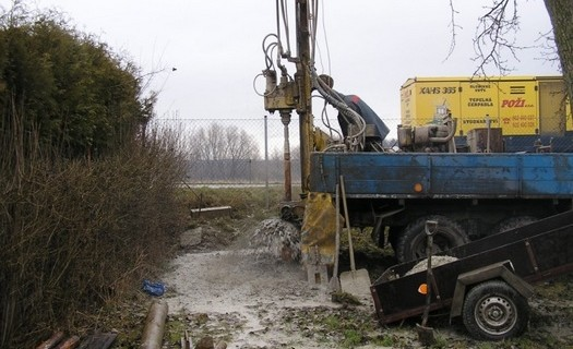 Vrtání studní v těžko přístupných terénech Náchod, studnařství, hlubinné vrty, vrtaná pilotáž