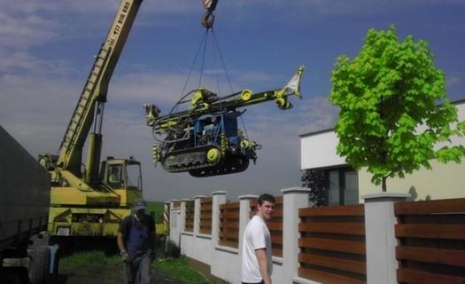 Možnost dopravy vrtné soupravy na špatně přístupné místo Náchod