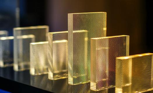 Reklamní tabule, stojánky, výrobky z plexiskla Praha, aranžérské stojánky na šperky, cenové lišty