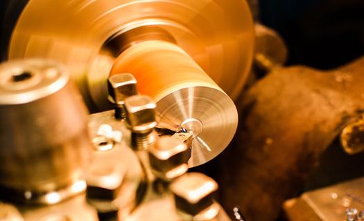 Opravy a modernizace strojů včetně řídící elektroniky Brno, obráběcí stroje CNC, náhradní díly