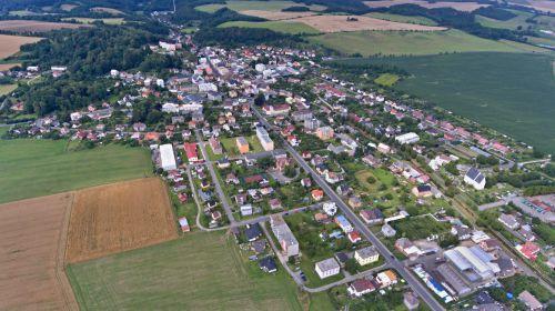 Město Javorník leží na úpatí Rychlebských hor, historie a kultura