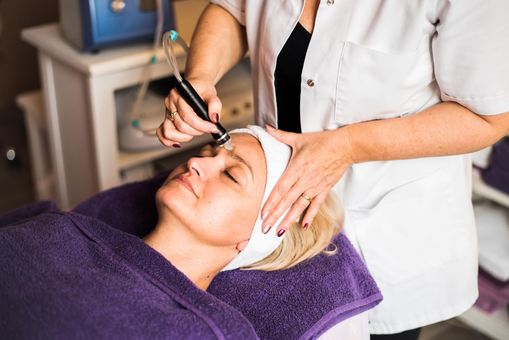 Kosmetická ošetření kvalitními přípravky a moderními přístroji