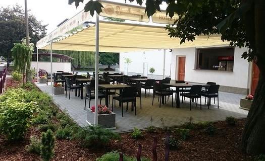 Posezení na zahrádce Hotel TRIM Pardubice
