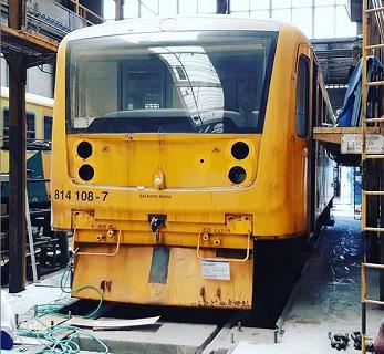 oprava bouraného vlaku