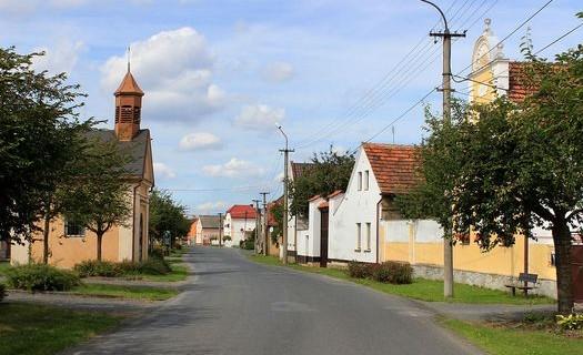 Obec Hlohovčice v Plzeňském kraji, malebné okolí vesničky