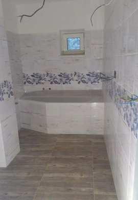 Rekonstrukce bytových jader a koupelen, obkladačské a vodoinstalatérské práce - realizace na klíč