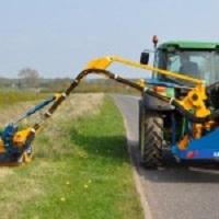 Stroje a technika pro sečení trávy - příkopové sekačky, zahradní traktory prodej