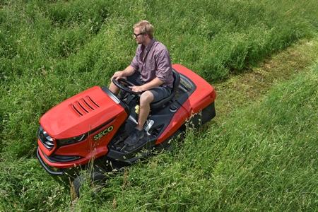 Zahradní sekací travní traktory Seco - na zahrady, sportovní hřiště, fotbalové stadiony i do sadů