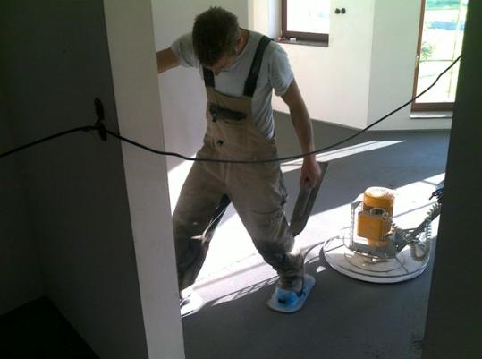 Strojově hlazené podlahy z cementového potěru