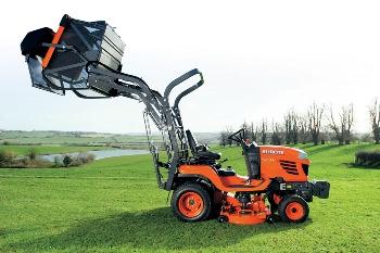 Sekací traktor pro údržbu zeleně