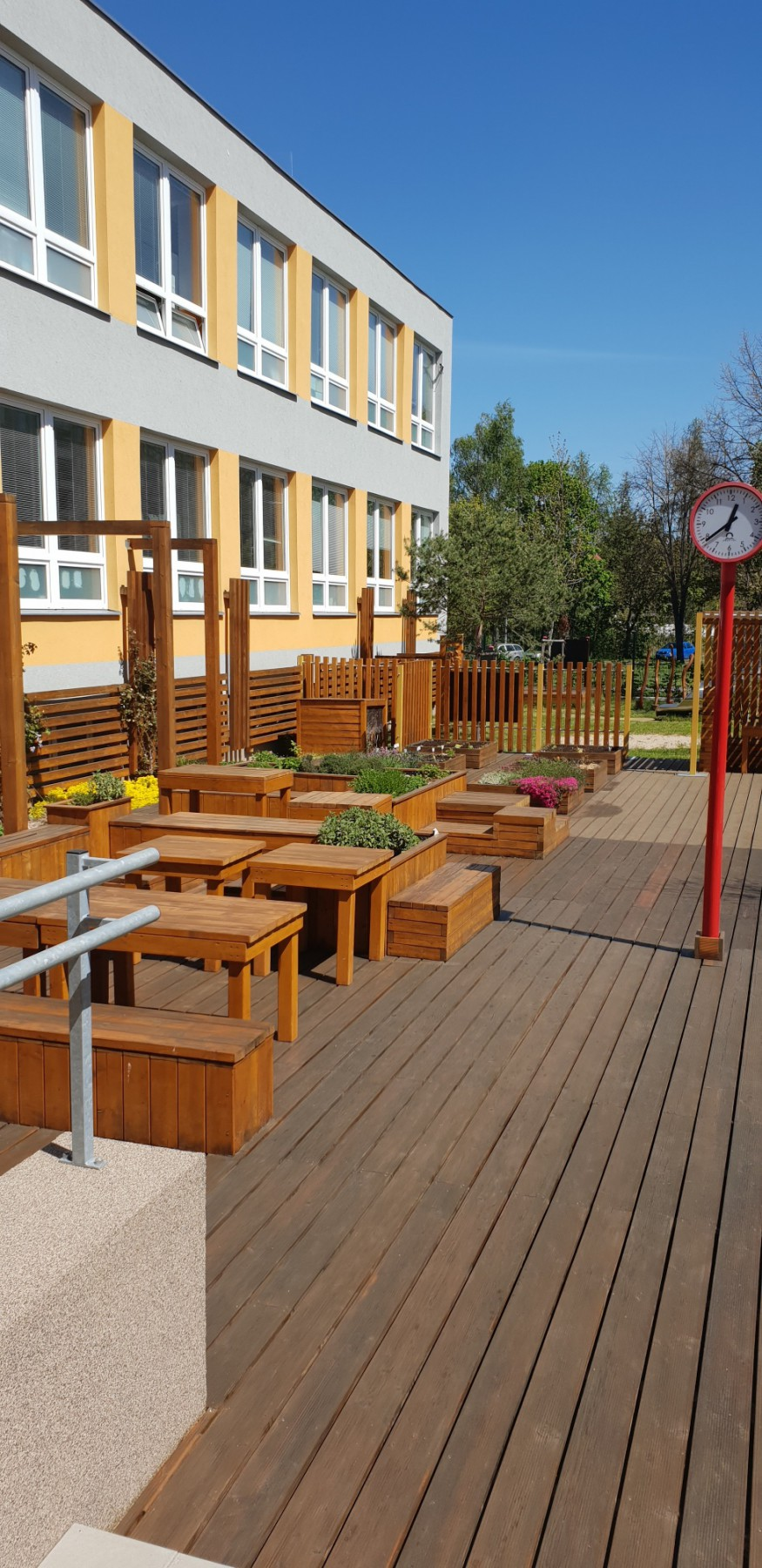 Bylinková a ekologická zahrada v ZŠ Chodov