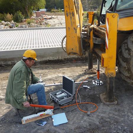 Zkouška statické zátěže při stavbách