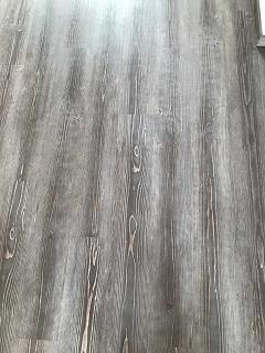 Pokládka podlah v domech, bytech  - vinylové, laminátové, dřevěné a PVC podlahy