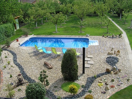 Penzion s venkovním bazénem a relaxační zónou s přístupem pro hosty zdarma