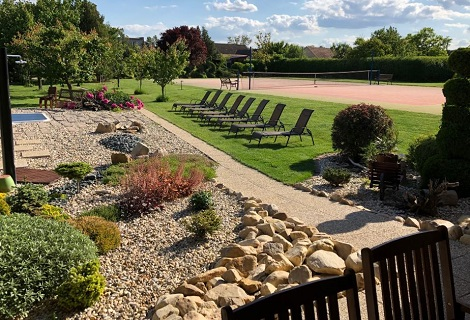 Ubytování s rekreační zónou, odpočinkem na venkovních lehátkách