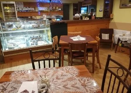 Kavárna s parkováním zdarma, kde jsou domácí zákusky, skvělá káva, zmrzlina Adria