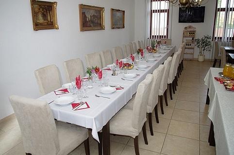 Rodinné oslavy, výročí i pořádání firemních setkání či seminářů v útulném penzionu v lednicko-valtickém areálu