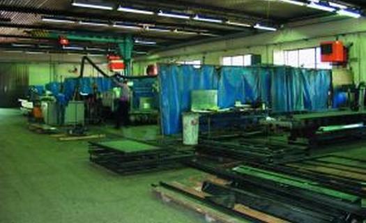 Výrobní hala, chemická úprava povrchů kovů a plastů
