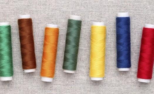 Výroba bytových a hotelových textilií Sokolov, šití záclon, ubrusy, prostěradla, prostírání