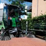 Komunální technika pro venkovní úklid v létě i zimě