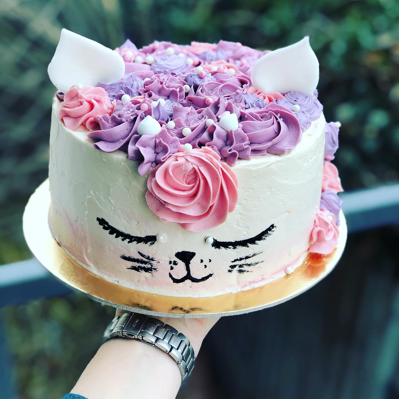 Výroba dětských, narozeninových, ovocných a svatebních dortů z poctivých surovin