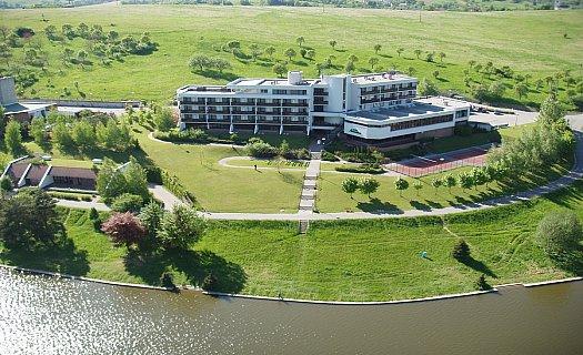 Hotel Adamantino, moderní ubytování u přehrady, restaurace, wellnes s bazénem, Luhačovice
