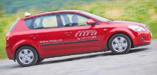 Autoškola zaměřena na výcvik řidičů skupiny B, kondiční jízdy - jízdy v centru města i na dálnici