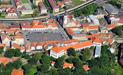 Město Bílina s barokním zámkem Lobkowiczů, lesoparkem Kyselka a proslulou lesní kavárnou