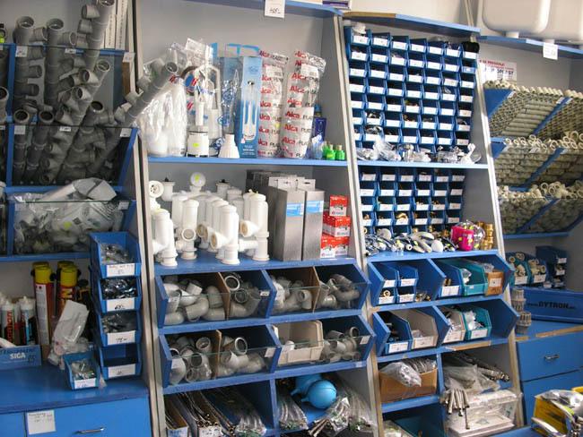 Vodoinstalační, instalatérský materiál - trubky, tvarovky, těsnící materiál