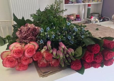 velký výběr řezaných květin v květinářství Otrokovice