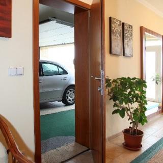 Největší výběr venkovních, vnitřních dveří - prodej, montáže včetně zárubní