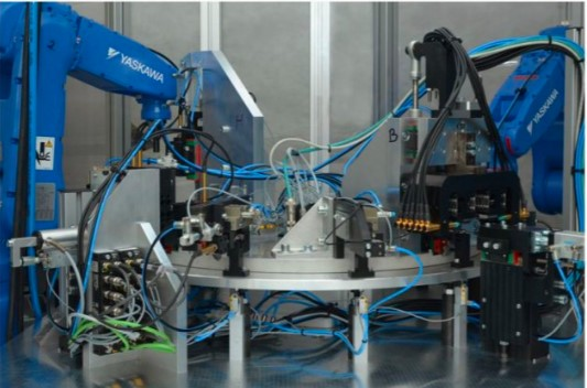 Automatická linka a manipulační zařízení