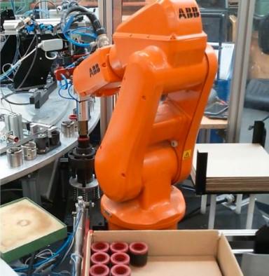 Automatické montážní linky, robotizace