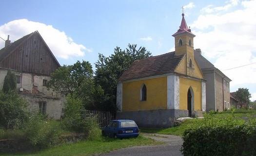 Obec Stebno, okres Ústí nad Labem, Kostel svatých Šimona a Judy, památné lípy, památky